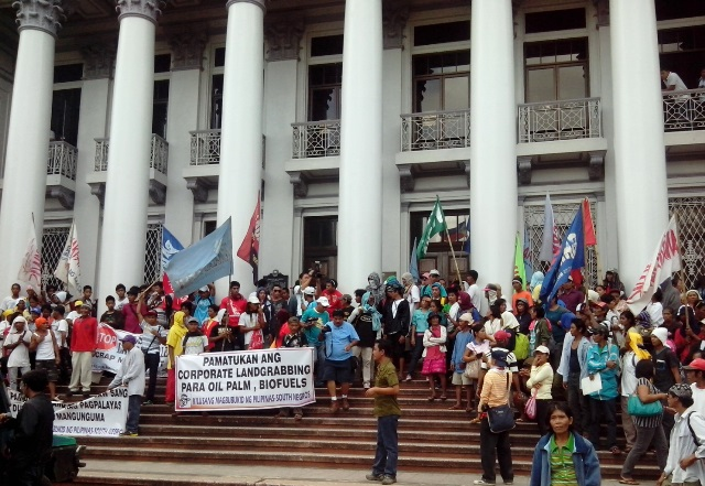 Negros farmers cite perils of corporate landgrab. [Photos courtesy of NFSW / bulatlat.com]