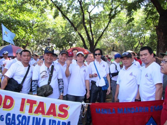 Manila Mandarin Employees Union join the Labor Day celebration at Liwasang Bonifacio (Photo by M. Salamat)