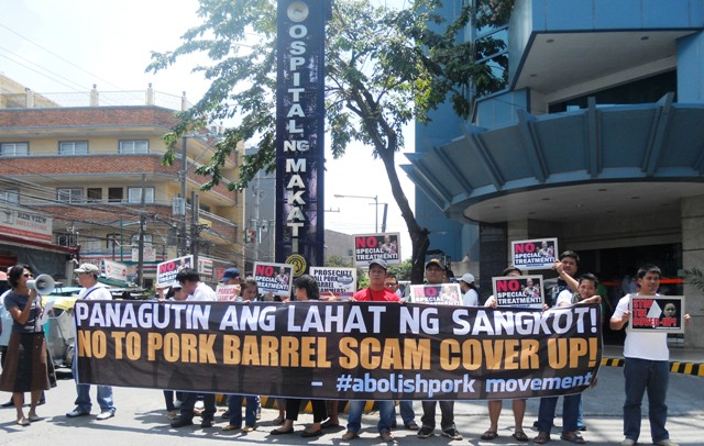 #abolishpork Movement led the protest in front of the Ospital ng Makati on Tuesday, May 27 against the special treatment of businesswoman Janet Lim-Napoles. (Photo by A. Umil/ Bulatlat.com)