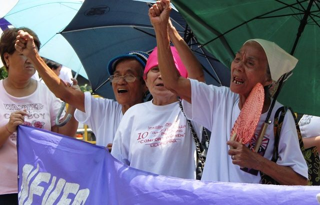 Comfort women criticize Aquino for ignoring their demand for justice from Japan