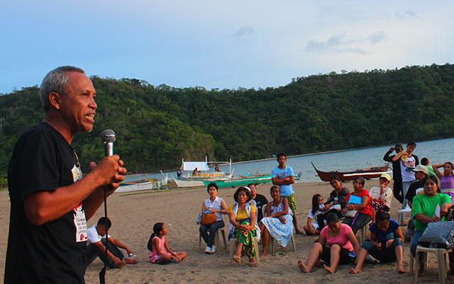Farmer Armanda Lemita calls on colleagues to remain steadfast in their struggle for land during the launch of the Defend Hacienda Looc Alliance, June 4 in Calayo village, Nasugbu, Batangas. (Photo by Ronalyn V. Olea / Bulatlat.com)