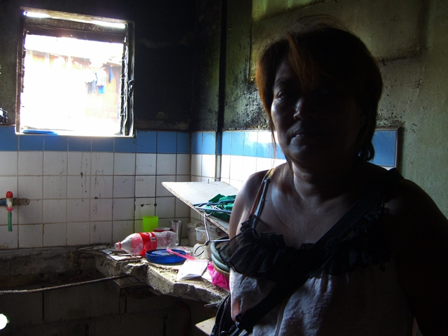 Nelly Cuntabay, a resident, demands on-site relocation. (Photo by J. Ellao / Bulatlat.com)