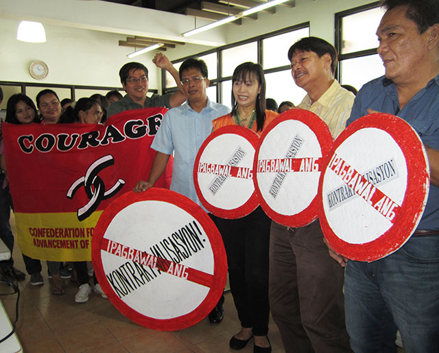 Government employees demand an end to contractualization during a forum, July 22. (Photo by Ronalyn V. Olea / Bulatlat.com)