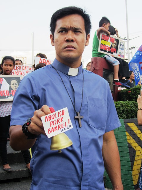 Bulatlat File Photo: Ringing the bell against pork barrel system (May 2014)
