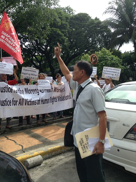 Former military chaplain Espartinez approaches supporters of Morong 43's Dr. Alex Montes. (Photo by J. Ellao / Bulatlat.com)