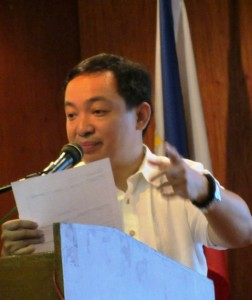 ACT Teachers' Rep. Antonio Tinio as he explains resurrection of PDAF in a forum at UP Diliman Feb 2014 (Photo by M. Salamat / Bulatlat.com)