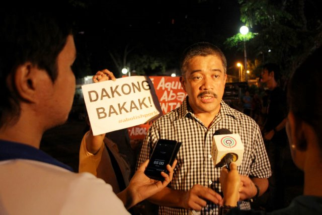 Bayan Muna Rep. Carlos Zarate during Monday night protest vs Aquino's defense of DAP (Davao City Photo  by Ace R. Morandante)