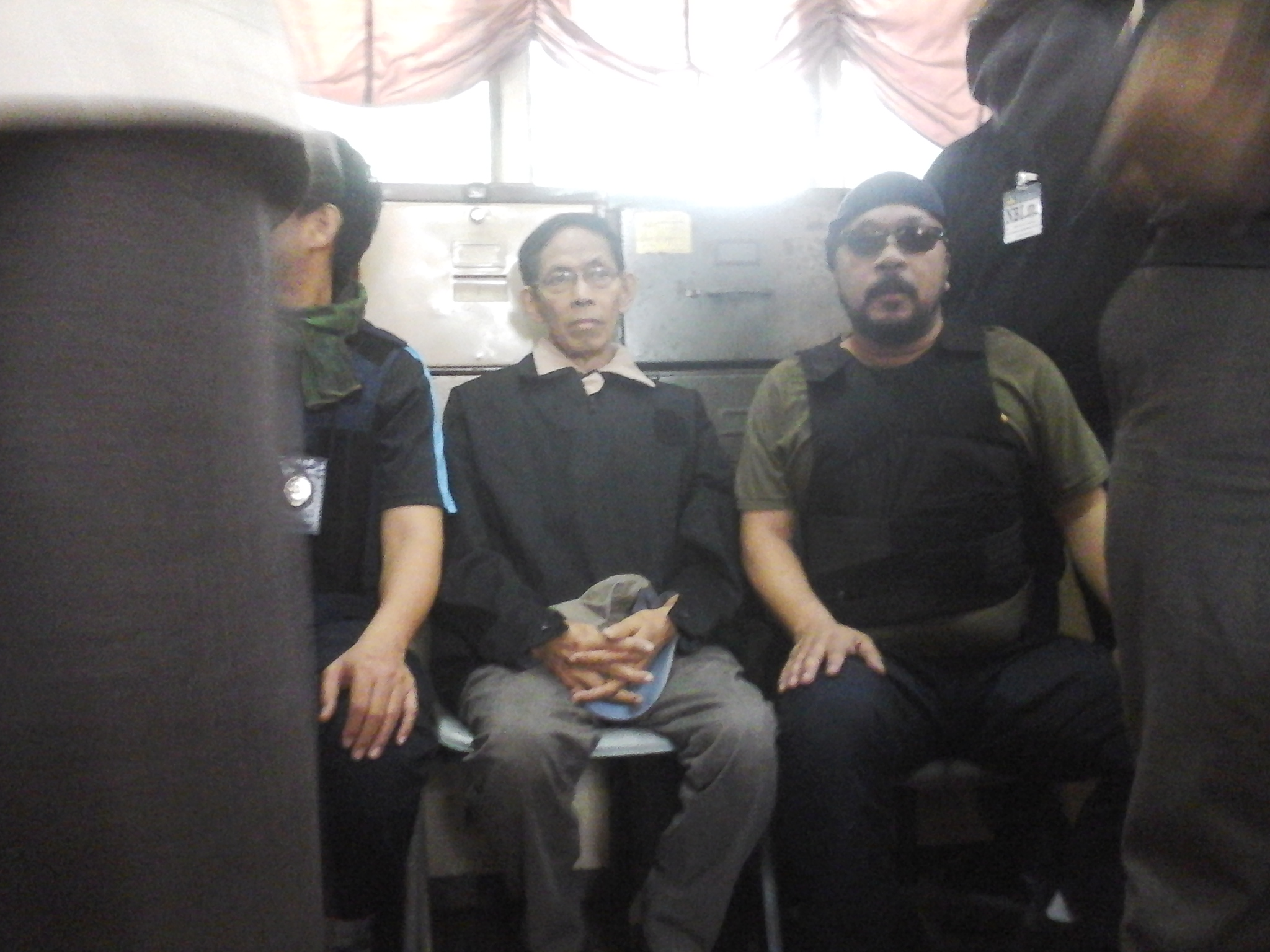 Gen. Palparan pensive as he awaits arraignment (Photo by J. Ellao / Bulatlat.com)