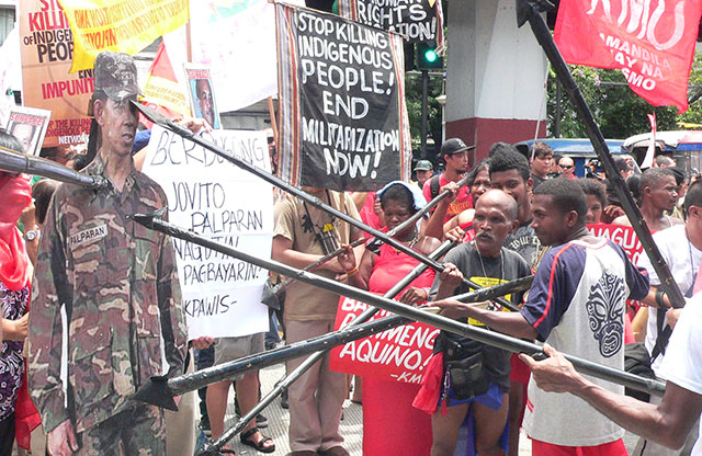 Members of Aeta tribe vent their anger at retired Gen. Jovito Palparan Jr. whose stint at Central Luzon resulted in militarisation of indigenous peoples communities. (Photo by Dee Ayroso / Bulatlat.com)