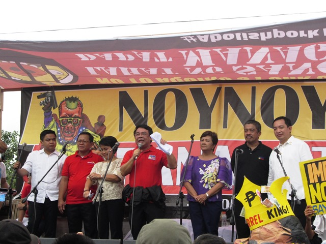Lawmakers from Makabayan bloc during program of SONA ng Bayan along Commonwealth Avenue (Photo by M. Salamat / Bulatlat.com)