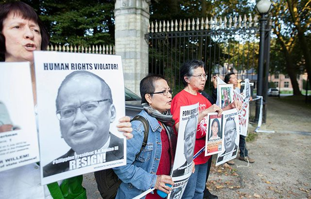 Filipinos in Brussels meet Aquino with protest