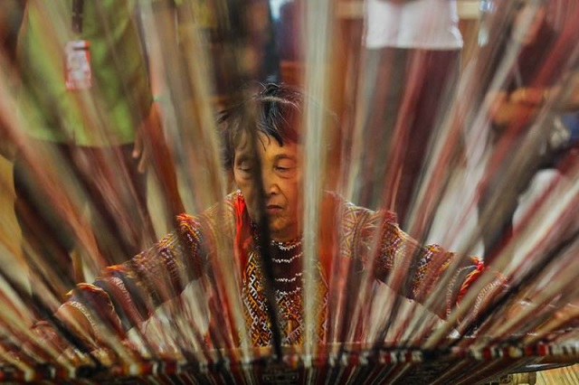 Minda Amodayon belongs to the Mandaya tribe, one of the first inhabitants of Davao Oriental. During the Kadayawan Festival, she exhibits her skill in weaving the Dagmay, a fiber from a native abace tree at the Apo View Hotel. (Photo by Ace R. Morandante / Davaotoday.com)