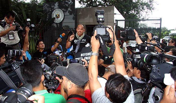 Photojournalists hold protest vs. 'anti-intrusion' bill