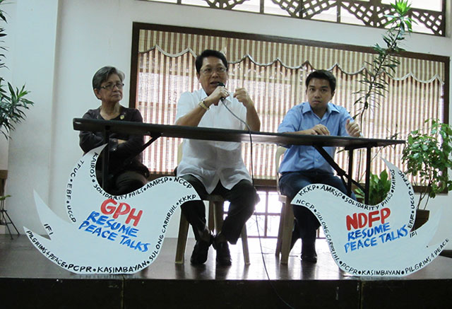 (L-R) Mrs. Edita Burgos, mother of missing activist Jonas Burgos; Silvestre Bello III, former government panel chairman; and, Raymond Palatino, chairman of Bagong Alyansang Makabayan - National Capital Region, serve as speakers in a forum marking the 22nd year of the The Hague Joint Declaration held Sept. 1 at the University of the Philippines in DIliman. (Photo by Ronalyn V. Olea / Bulatlat.com)