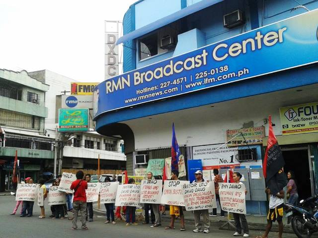 Picket protest in front of RMN station in Davao, Sept. 4 (Photo courtesy of KMU SMR)