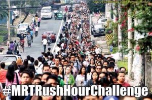 Long line to MRT (Photo from Facebook post of Tonyo Cruz)