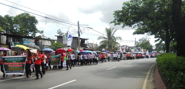 Teachers from different City Division marching towards the House of Representative to assert their demand for salary increase. (Photo by A. Umil/ Bulatlat.com)