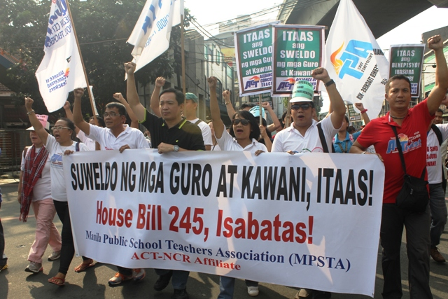 After the Salary Standardization Law III (SLL III) under the administration of then President Gloria Macapagal Arroyo, teachers salary has not been increased.  (Photo by A. Umil/ Bulatlat.com)