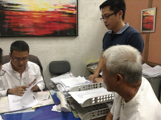 Dr. Montes and son Conner during the Sept. 30 preliminary investigation (Photo by J. Ellao / Bulatlat.com)