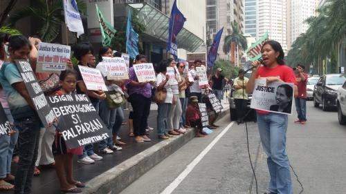 Human rights defenders assailed IHL violations in front of OPAPP. (Photo courtesy of Karapatan)
