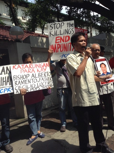 Human rights advocates urge the DOJ to stand with victims and their families as they call for justice (Photo by J. Ellao / Bulatlat.com)