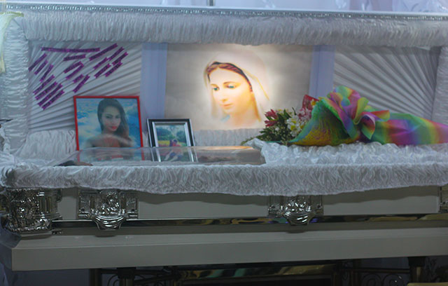 Jennifer Laude's wake at St. Martin's Memorial Homes in Olongapo City. (Photo by Ronalyn V. Olea/ Bulatlat.com)