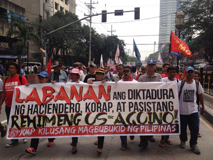 Farmers marched from Espana, Manila to Chino Roces Bridge (former Mendiola Bridge). (Photo by Kathy Yamzon/ Bulatlat.com)