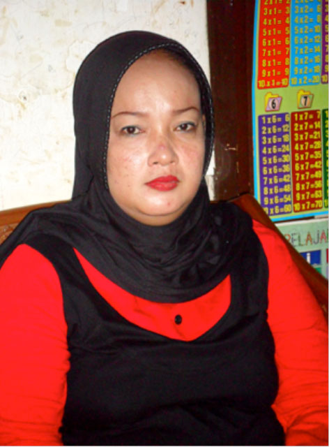 Een Nuraini, 38, daughter of Ruyatibinti Satubi, an Indonesian migrant worker executed in Saudi Arabia on June 18, 2011. (Photo by Elly Burhaini Faizal)