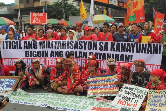 The Manilakbayan ng Mindanao, along with other protesters at the foot of Mendiola (Photo by Kodao Productions)