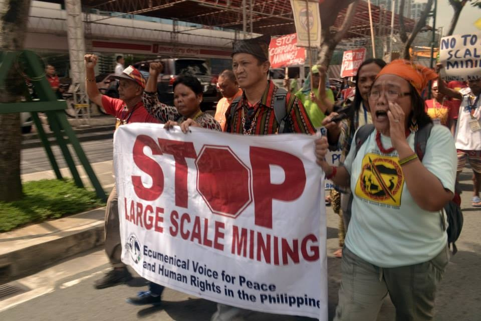 Manilakbayan Lumads and other indigenous peoples protest at offices of mining companies in Fort Bonifacio, Makati City on Nov 25. (Photo by Kamp)