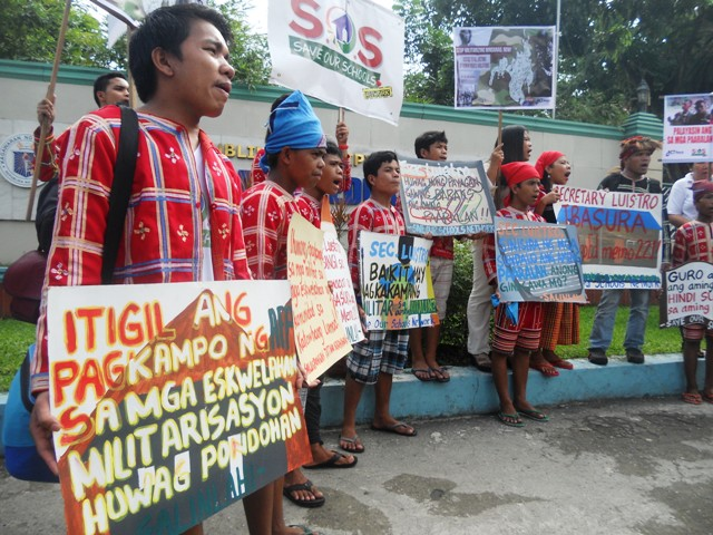Children are  calls for the pull out of military presence in Mindanao. (Photo by A. Umil/ Bulatlat.com)