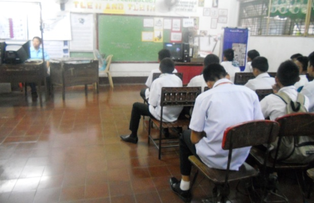 Sit-down strike in F. Calderon Integrated High School in Manila. (Photo by A. Umil/ Bulatlat.com)