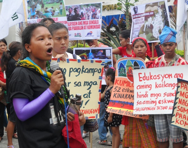 Cristina Lantao from the Matigsalug tribe speaking in front of Department of Education about the situation of indigenous children's education in their province. (Photo by A. Umil/ Bulatlat.com)