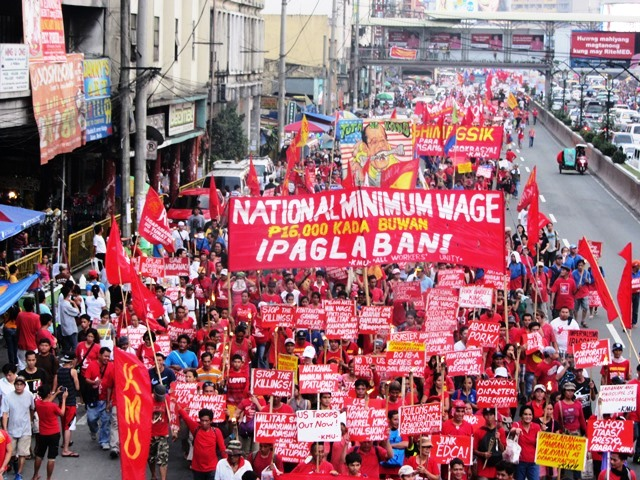 Bulatlat File Photo: Workers march to Mendiola, Nov 30, 2014
