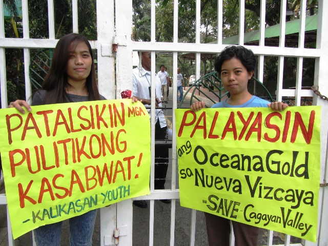 While security guards reinforce the DENR gate with steel chain, barbed wire, environmentalists continue picket against large-scale mining. (Bulatlat.com Jan 2015)