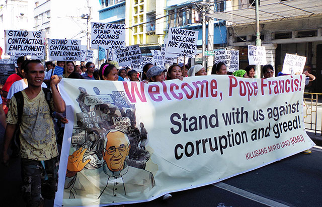 Workers welcome Pope Francis with a call against corruption and greed. (Photo by Fred Dabu / Bulatlat.com)