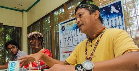Kalumaran's Dulphing Ogan explains implications of state troops' recruitment  of tribal members into armed forces. (Photo by Davao Today)