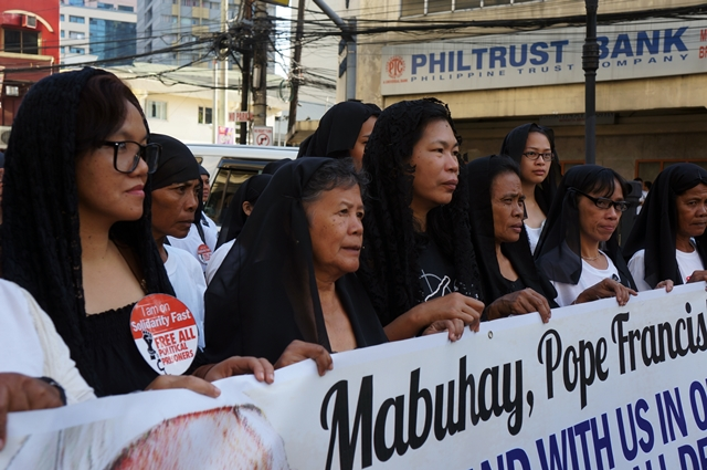 '200 women in black' ask Pope Francis to speak on human rights violations