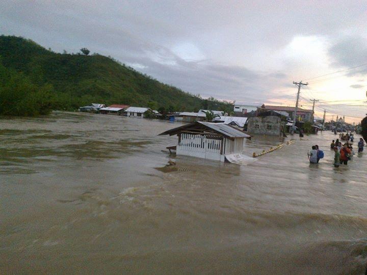 Typhoon Seniang impacts in Eastern Visayas. (Photo by Imari Garcia Babali / Bulatlat.com)