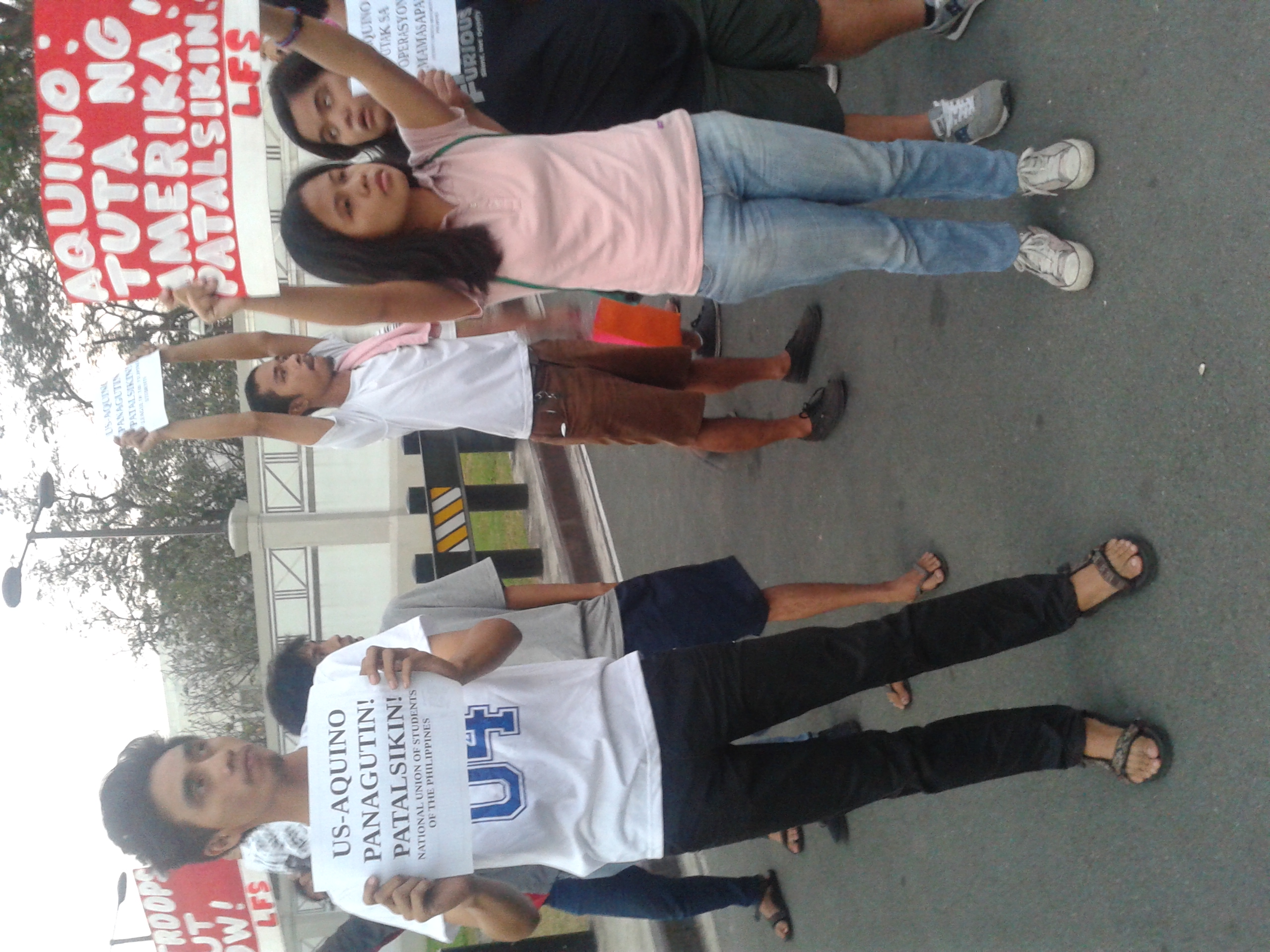 Youth protesters in front of the US embassy call for accountability of Pres. Aquino and US government (Photo courtesy of LFS)