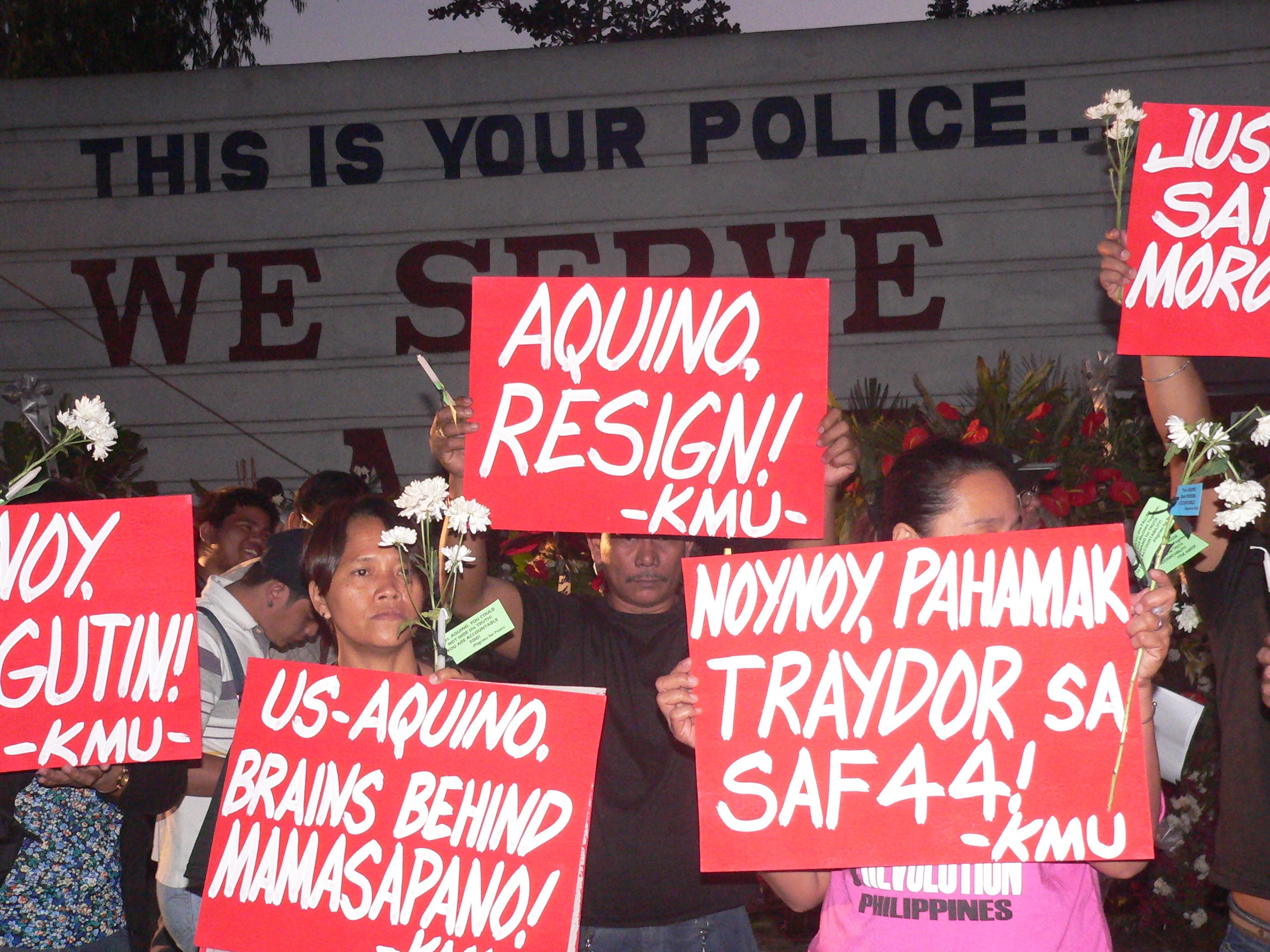 Activists call for 'truth and accountability' for the Mamasapano clashes. (Photo by D. Ayroso)