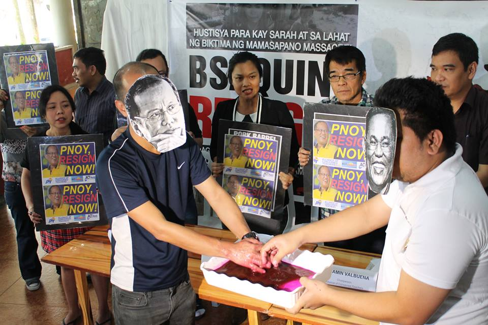 """Teachers depict a symbolic """"washing of bloodied hands"""" by President Aquino"""" and ex-PNP chief Alan Purisima. (Photo by Contend)"""
