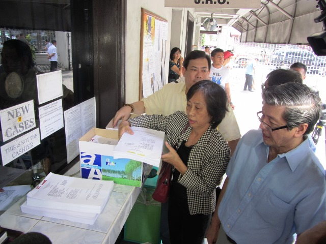 Representatives of groups allied with AES watch file petition against Comelec's Resolution 9922 (Feb 2, 2015 Photo by M. Salamat / Bulatlat.com)