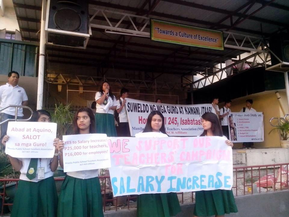 Students at F.G. Calderon Integrated High School in Manila support call of teachers and employees for salary increase. (Photo courtesy of ACT-Manila/ Bulatlat.com)