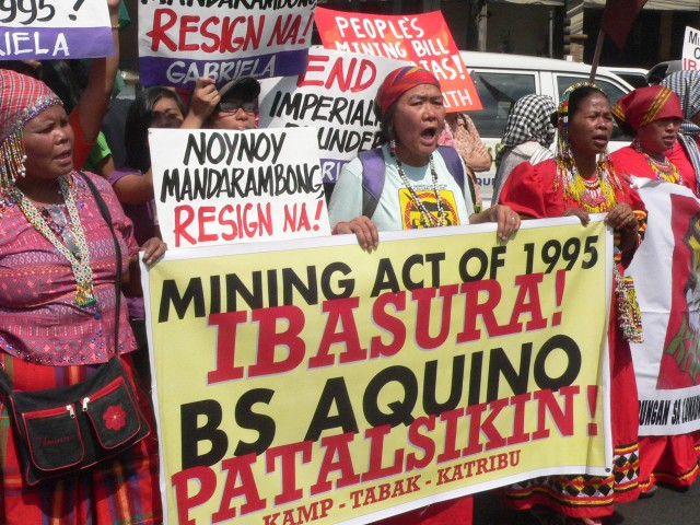 Indigenous women at the protest on the 20th year of the Mining Act (Photo by D. Ayroso)