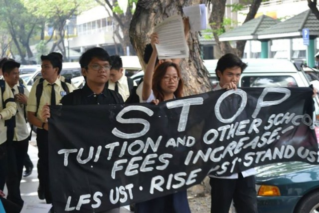 Students in Unity Walk in UST, Manila (Photo courtesy of Youth Act Now)