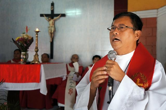 Fr. Tadena was a former student of Very Rev. Fr. Revollido (Photo by J. Ellao / Bulatlat.com)