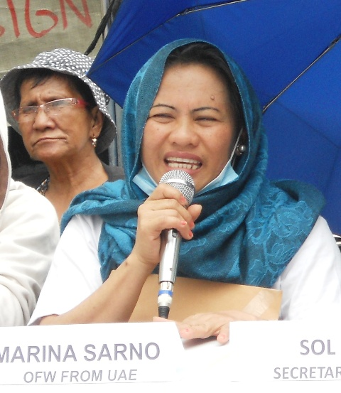 Marina Sarno, an OFW who came from the United Arab Emirates became emotional upon recalling her experience with an abusive employer. (Photo by A. Umil/ Bulatlat.com)