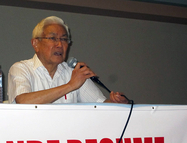 Luis Jalandoni, chairman of the peace panel of the National Democratic Front of the Philippines (NDFP), calls on the Aquino administration to resume peace talks with the NDFP in a forum, April 8. (Photo by Ronalyn V. Olea / Bulatlat.com)