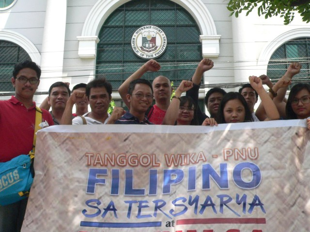 Some of the petitioners against CMO 20 in front of the Supreme Court. (Photo by D. Ayroso/Bulatlat)